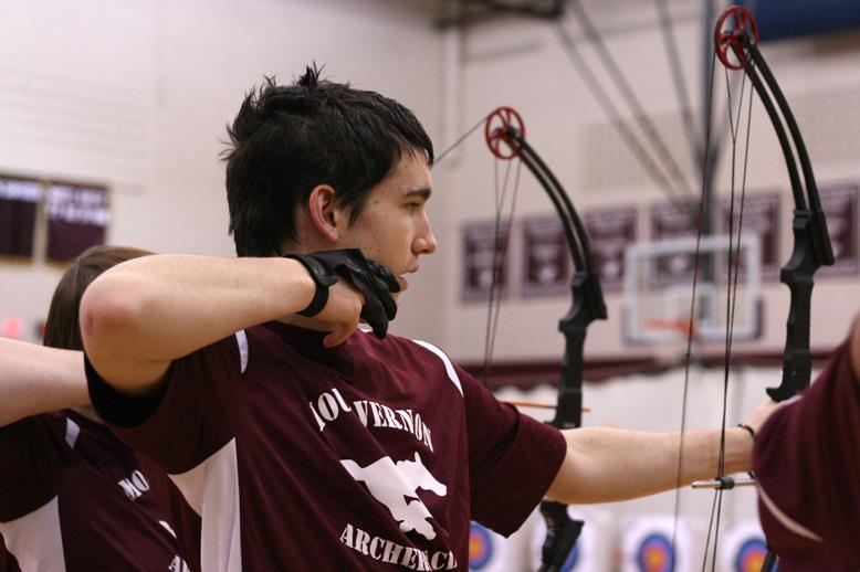 Mount Vernon Archery Club collects food for South East Linn Food Bank