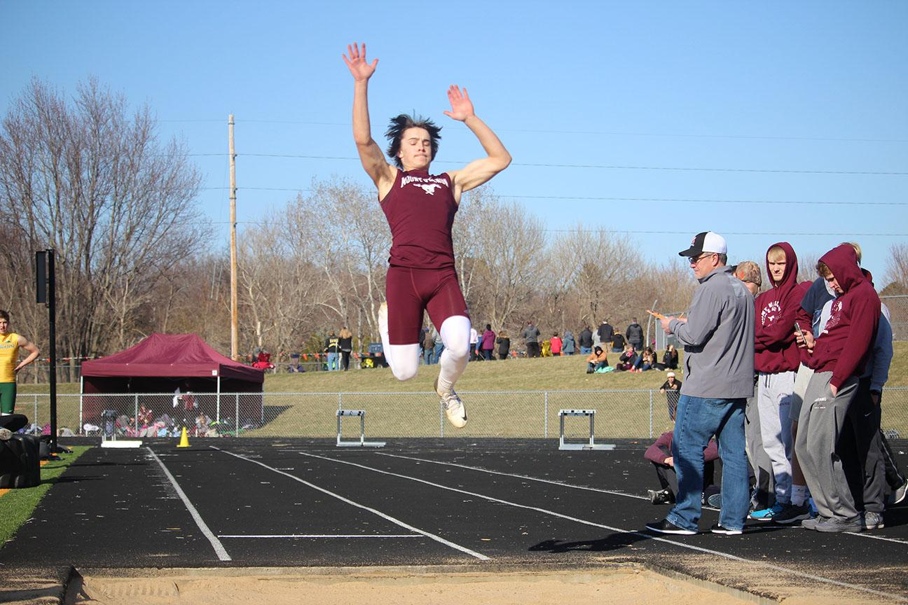 Boys Track Competes at Solon