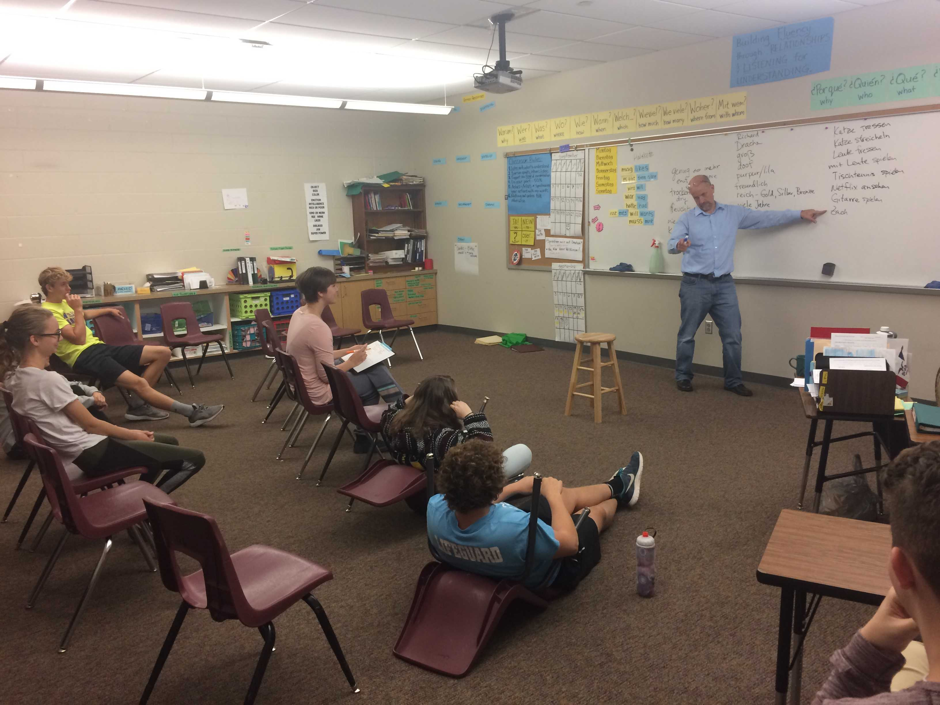 Teachers Use New Teaching Style of No Desks