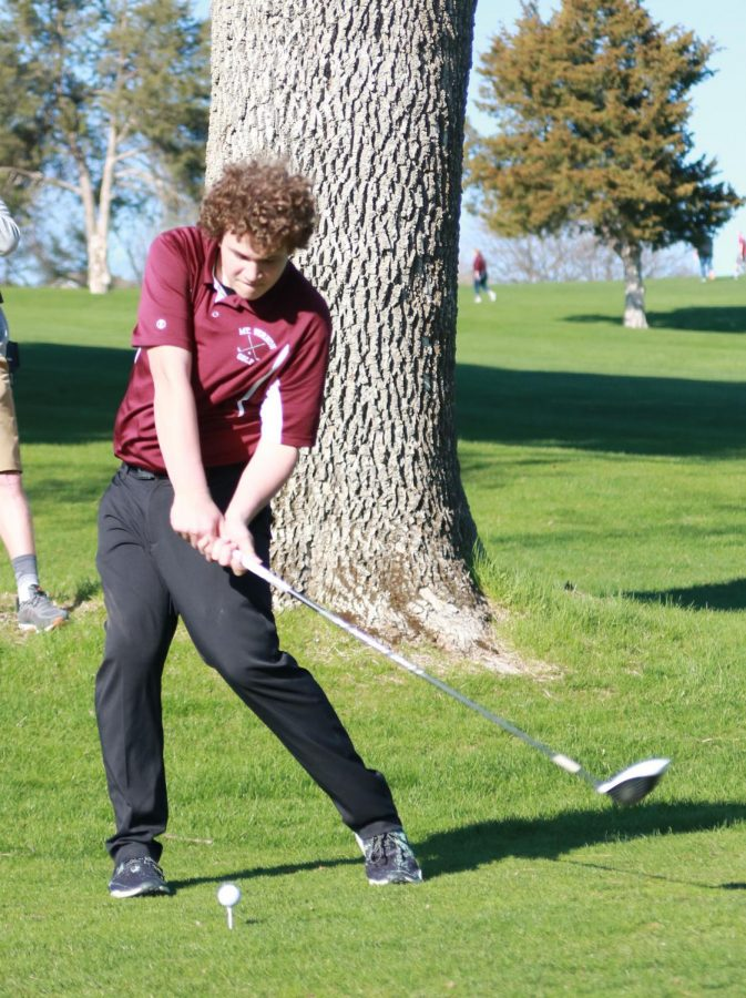 Freshman+Steven+Wolfe+drives+off+the+tee+on+hole+seven+at+Kernoustie+Golf+Course.