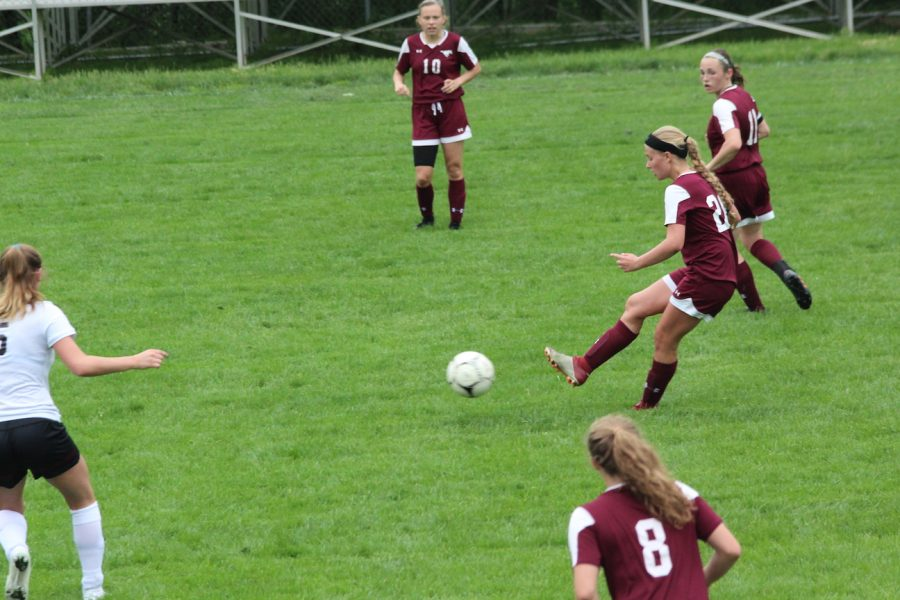 Sophomore Sydney Shultz passes up to her teammates during the Mount Vernon vs. Independence. Mount Vernon won 3-1 in this regional semifinal.