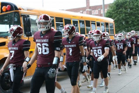 Mount Vernon prepares for their game against West Liberty