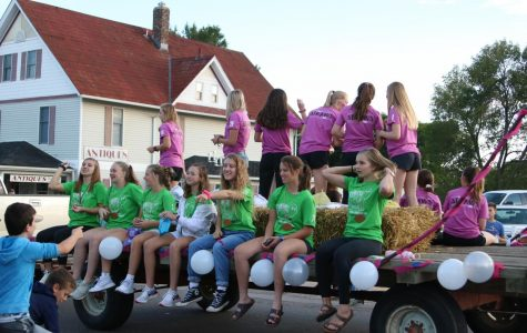 The junior/senior team, the Turtles, pictured at the Sept. 26 homecoming parade. Photo by Lauren McCollum.