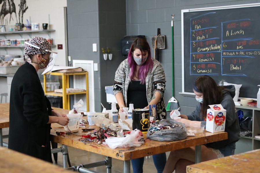 Bonnie Ahrens masks up to teach Art Media Survey. Photo by Adam Vig.