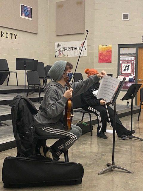 Freshman Charlotte Krob prepares her music before orchestra on Jan. 7.
