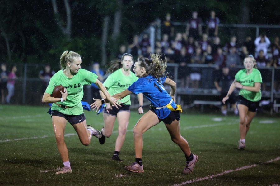 Senior-Sophomore Team Takes Victory at 2021 Powderpuff Game