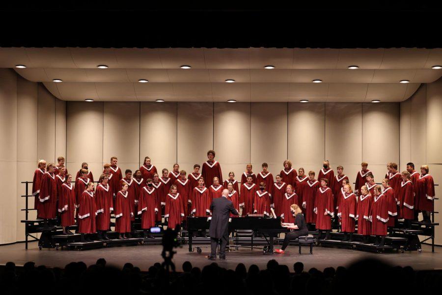 Concert Choir Prepares on Their Own